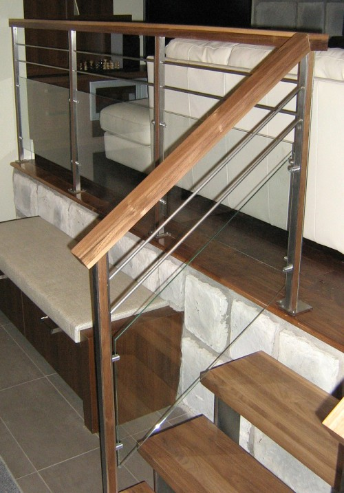 Garde corps escaliers enfer design fabrication d for Rampe escalier bois interieur