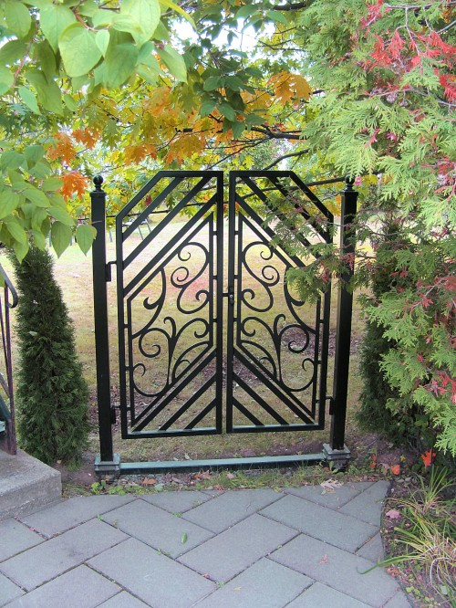 R alisations ext rieures enfer design fabrication d for Porte exterieur de jardin